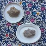 手前がグラニュー糖で作ったもの。奥がキビ砂糖で作ったもの。